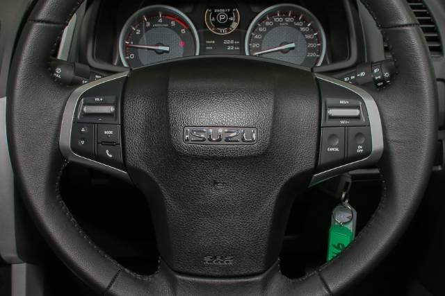 2017 ISUZU D-MAX 4x4 LS-U DUAL CAB MY17 SPLASH WHITE
