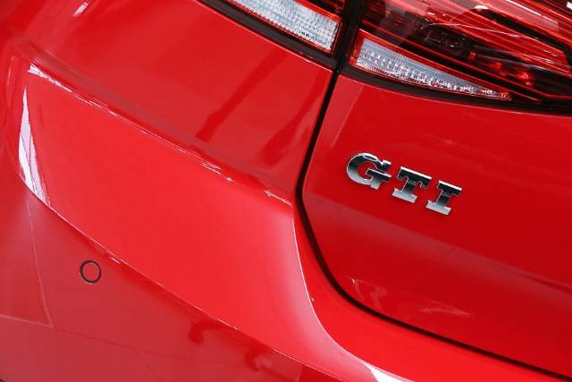 2018 VOLKSWAGEN GOLF GTI ORIGINAL 7.5 MY18 TORNADO RED