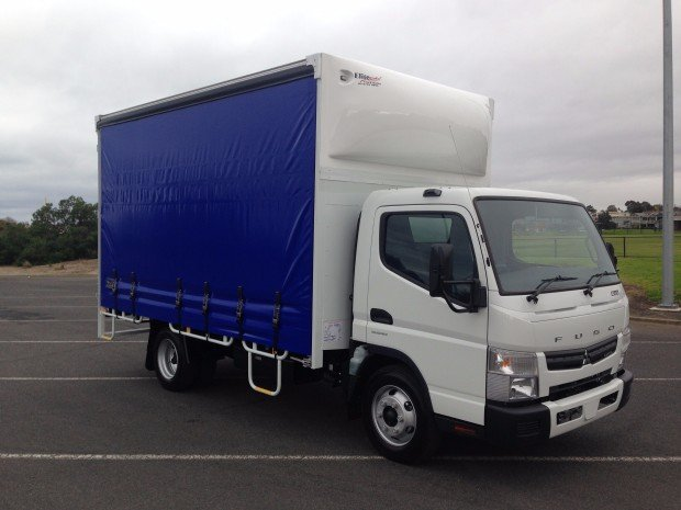 2018 Fuso Canter 815 Wide White/Blue Curtains