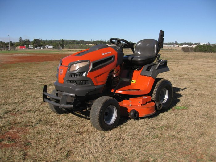 HUSQVARNA YTH2648TDRF MOWER ORANGE