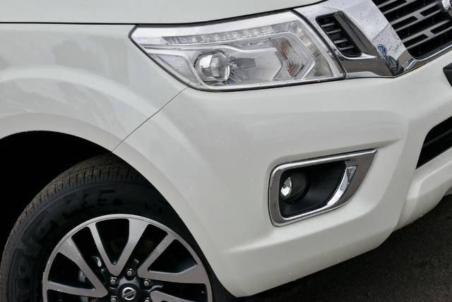 2017 NISSAN NAVARA ST-X DUAL CAB D23 S2 WHITE DIAMOND