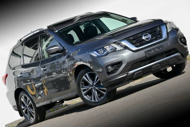 2017 NISSAN PATHFINDER TI R52 SERIES II MY17 GUN METALLIC