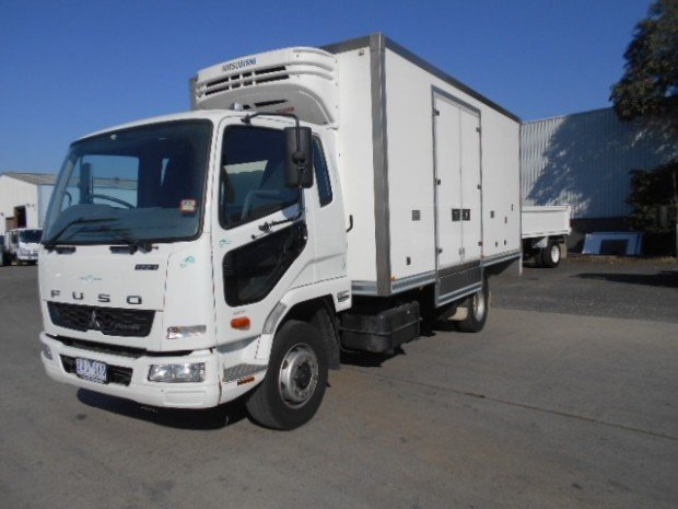 2013 Fuso Fighter 1224 FUSO 12/240 REFRIGERATED 2013