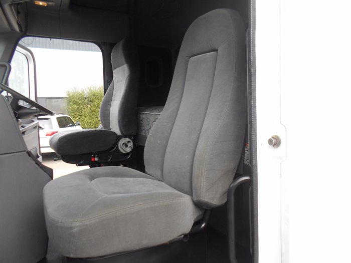 2007 Freightliner Columbia CL120 WHITE