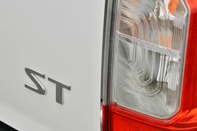 2018 NISSAN NAVARA ST DUAL CAB D23 S2 POLAR WHITE