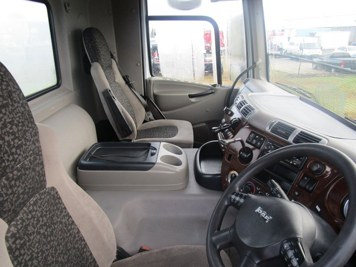 2009 DAF CF 85 Series DAY CAB