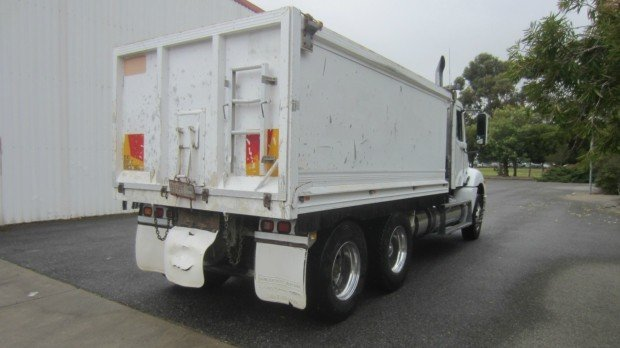 2004 Freightliner Columbia CL120 cl120