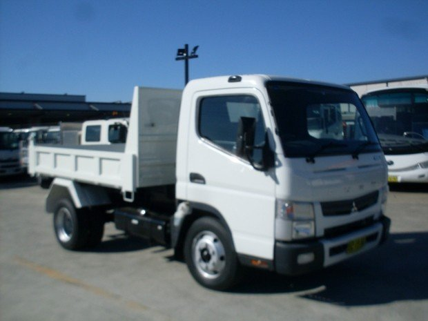 2014 Mitsubishi Canter 715 FUSO TIPPER WHITE