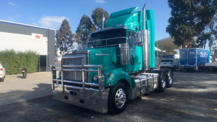 2011 Western Star 4864FX GREEN
