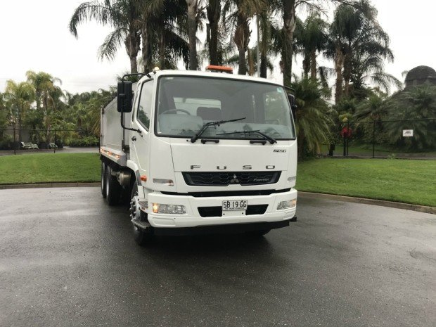 2012 Mitsubishi Fighter 2427 fn62fk fighter 2427 WHITE