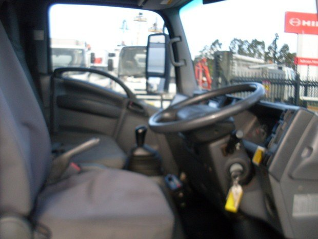 2011 Isuzu NQR450 TABLE TOP TILT TRAY SERVICE WHITE