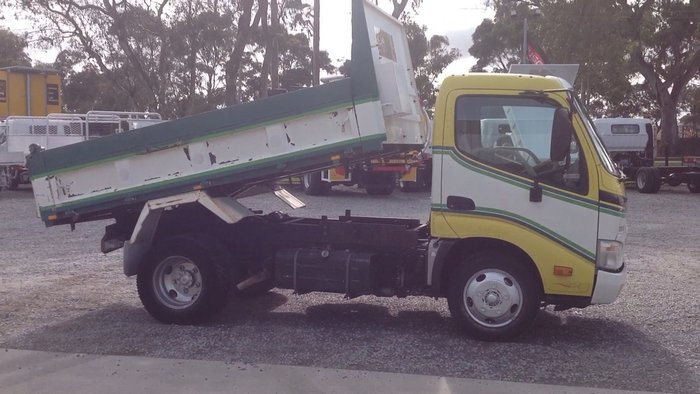 2008 Hino 616 - 300 Series FACTORY TIPPER WHITE, GREEN, YELLOW