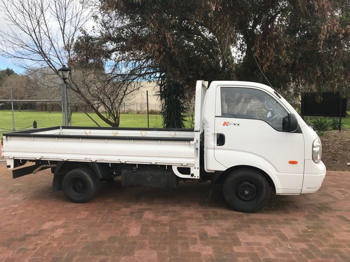 2006 KIA K2700 Extra Long dropside tray body White