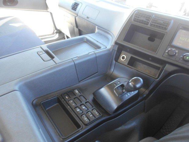 2014 Mitsubishi FV51 WHITE
