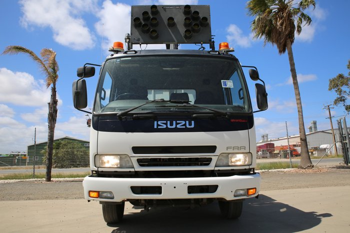 2006 Isuzu FRR550 LOW KILOMETERS WHITE