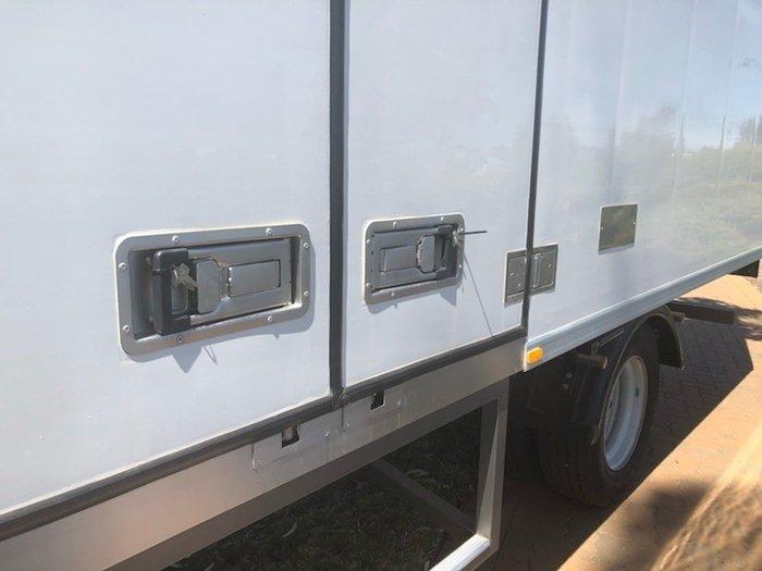 2017 Isuzu FSR 120/140-240 10 Pallet Fridge Truck WHITE