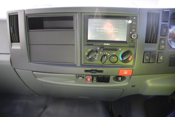 2017 Isuzu FSR 140-240 10 Pallet Fridge Truck WHITE