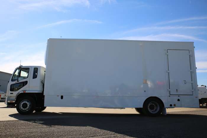 2010 Fuso Fighter FIGHTER 10 - LOW KMS WHITE