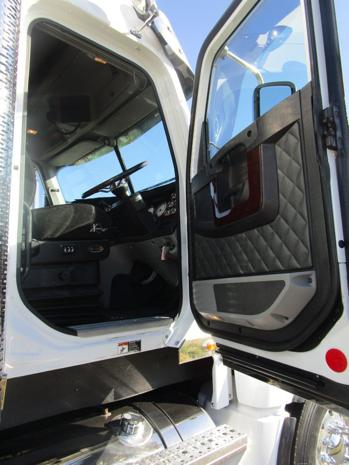 2014 Freightliner Coronado