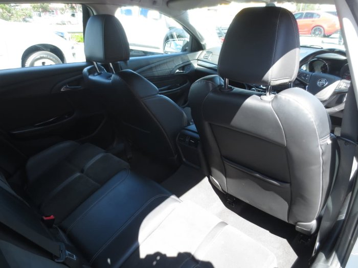 2013 HOLDEN COMMODORE SV6 VF White
