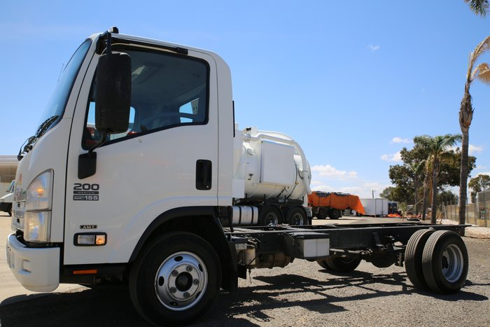 2013 Isuzu NPR200 LOW KILOMETRES WHITE
