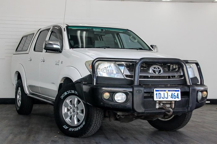 2010 TOYOTA HILUX SR5 GGN25R White
