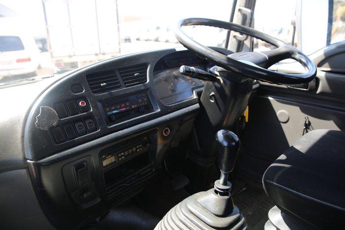 2004 Isuzu FRR550 WHITE