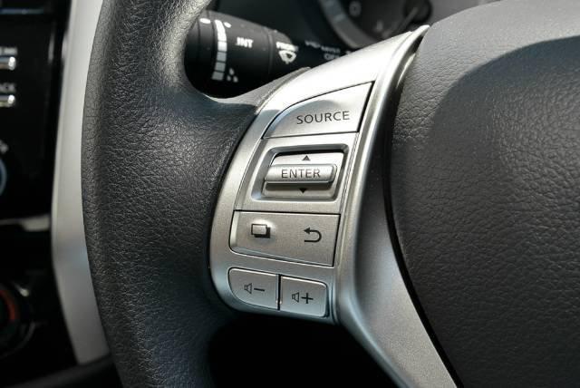 2018 Nissan Navara Silverline D23 Series 3 4X4 Dual Range BRILLIANT SILVER