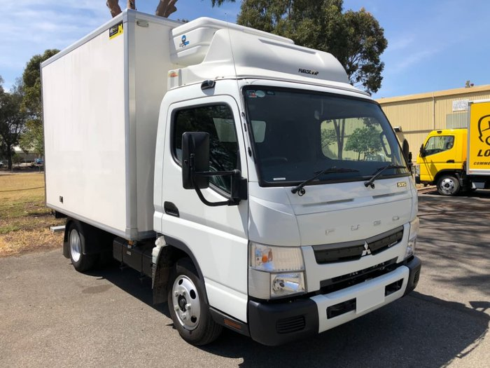 2018 FUSO CANTER 515 WIDE CAB MAN FRIDGE TRUCK null null White