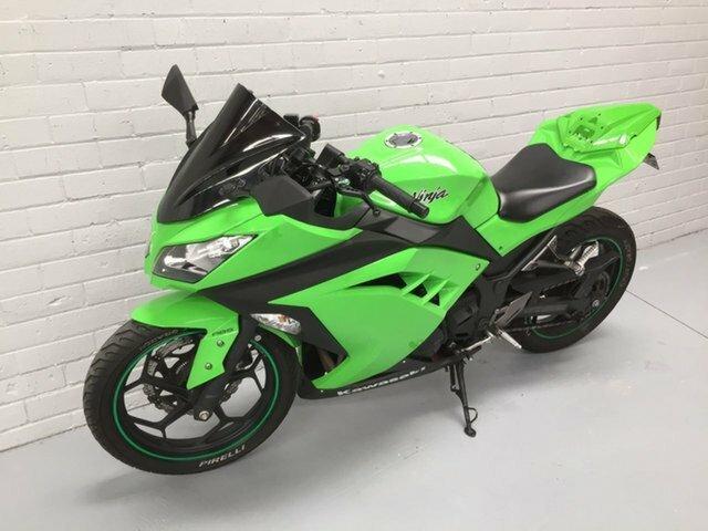 2012 Kawasaki NINJA 300 GREEN