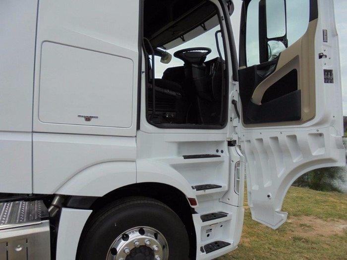 2018 Mercedes Benz 2663 L-Cab StreamSpace White
