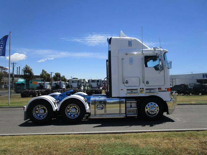 2010 Kenworth K108 WHITE
