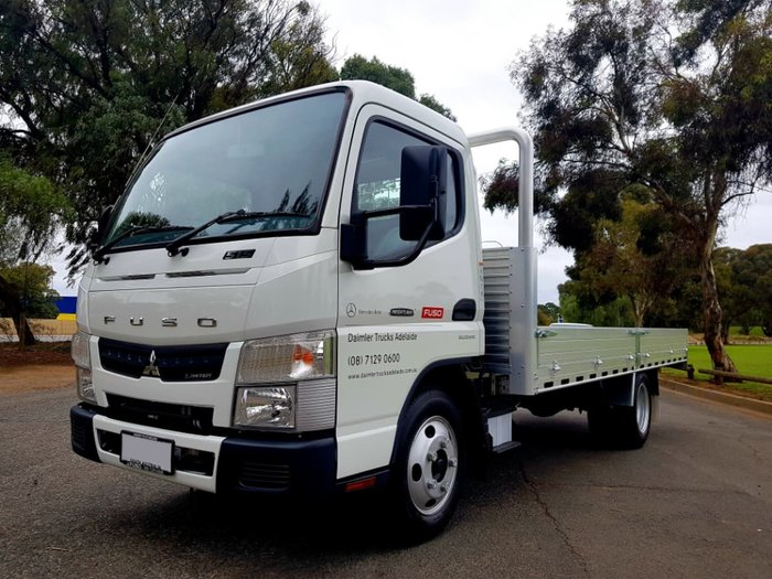 2017 FUSO CANTER 515 AMT 3 SEATER CITY CAB 4.5M D/SIDE ALLY TRAY null null WHITE
