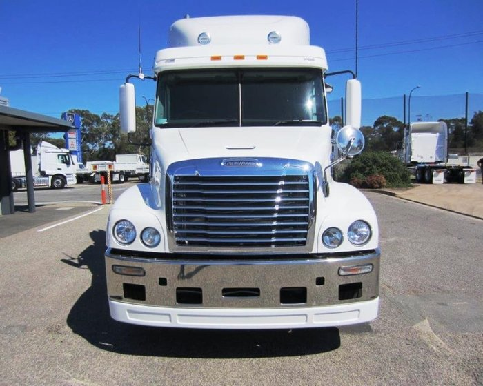 2018 FREIGHTLINER CST112 null null White