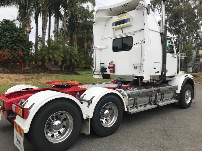 2011 Western Star 4864FX White cabin, red chassis