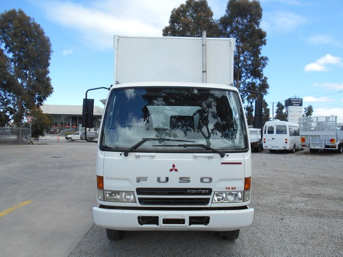 2006 Mitsubishi Fighter WHITE