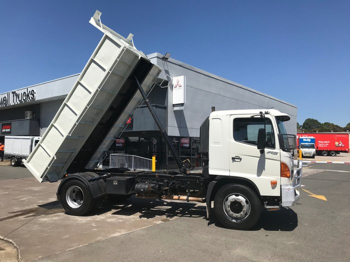 2005 Hino FG 1527-500 Series FG 1527 STEEL TIPPER WHITE