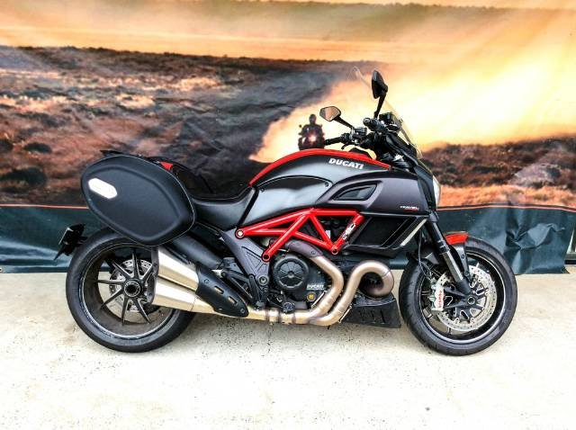 2015 DUCATI DIAVEL CARBON ABS RED ROAD BLACK