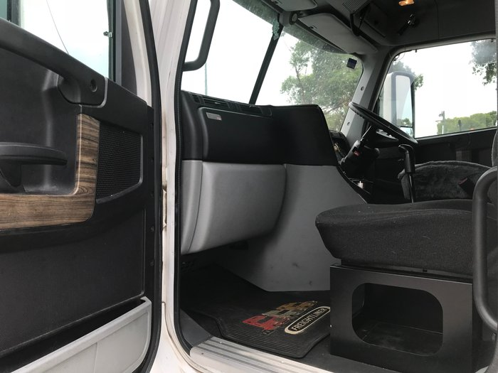 2013 Freightliner Columbia CL112 CST112 WHITE