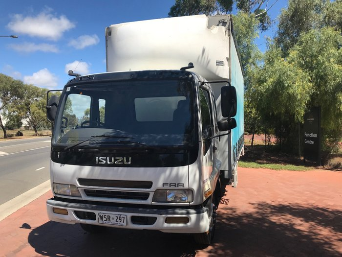 2002 Isuzu FRR500 White cab , blue curtains