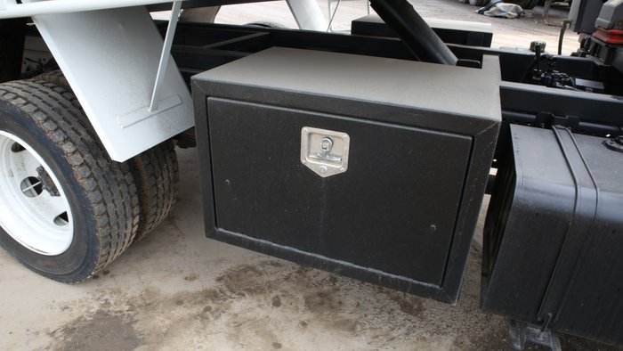 2008 Isuzu NQR450 CREW CAB TIPPER WHITE