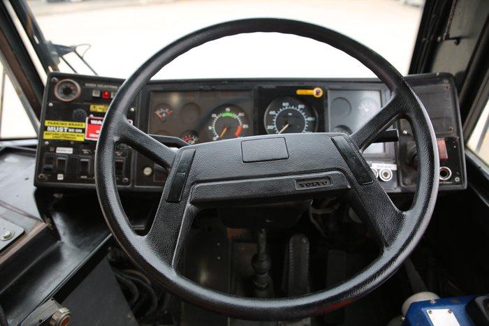 1992 Volvo B10 LOW KILOMETRES WHITE / YELLOW