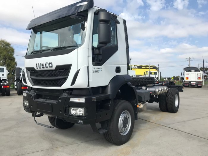 2014 IVECO TRAKKER 4X4 360HP MANUAL SUITABLE FOR SPREADER null null White