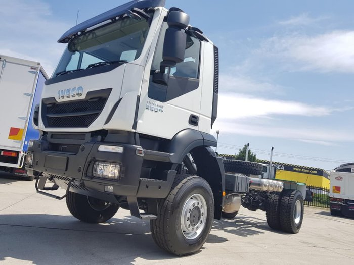 2019 IVECO TRAKKER 4X4 360HP AMT SUITABLE FOR SPREADER null null White