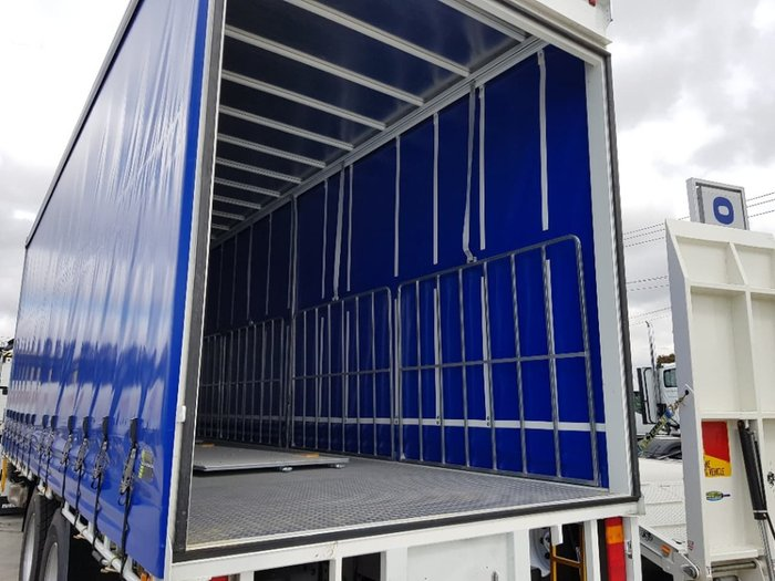 2019 IVECO STRALIS ATI 360 6X2 14 PALLET WITH TAILGATE - PRICE REDUCED null null white