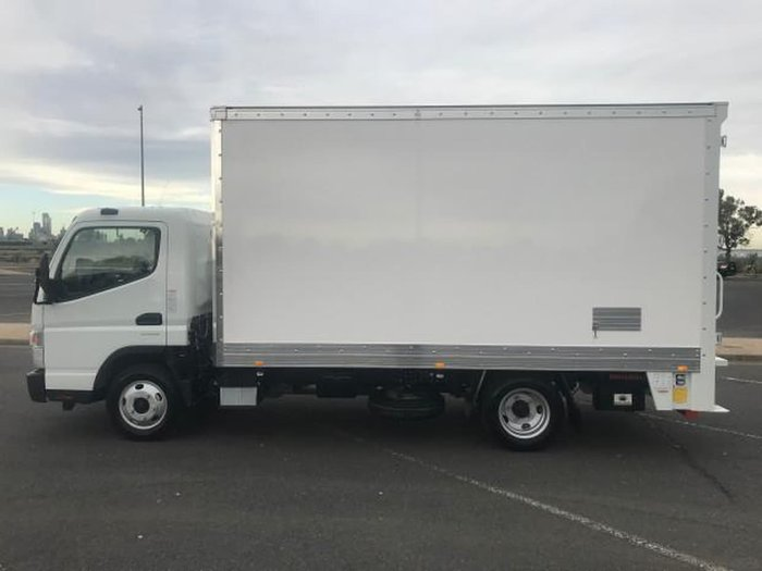 2018 FUSO CANTER 515 WIDE FEB21ER3SFAN null null White