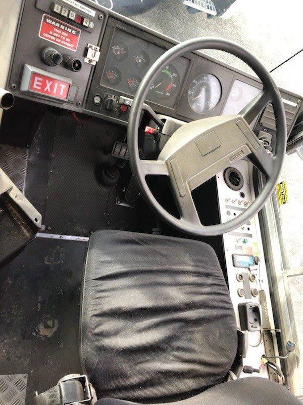 1994 Volvo B10 WHITE / YELLOW