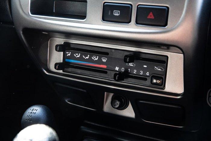 2014 Nissan Navara ST-R D22 S5 4X4 Dual Range Silver