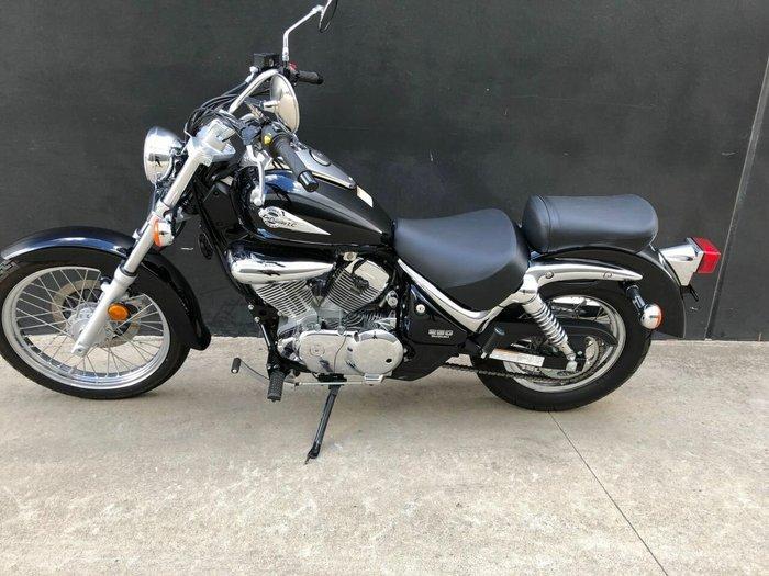2013 Suzuki VL250 (LC250 INTRUDER) Black
