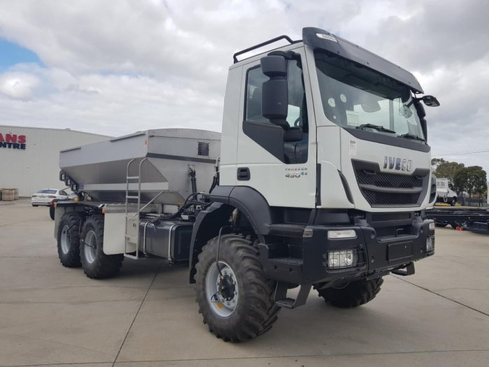 2021 IVECO TRAKKER 6X6 SOUTHERN SPREADER null null white